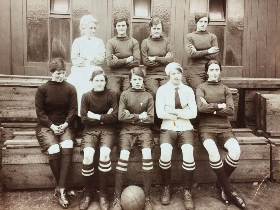 Le Jarrow Ladies, vincitrici della Munitionettes Cup nel 1918. (1)