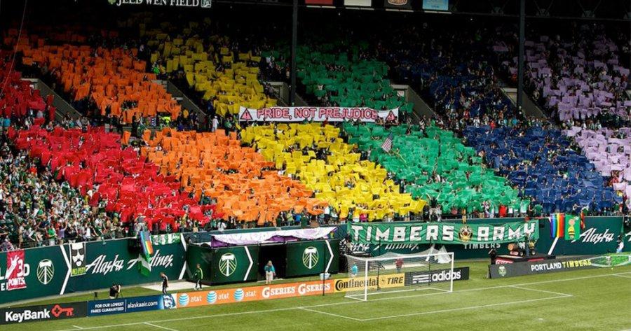 I fan della Repubblica d'Irlanda sostengono i calciatori gay o bisessuali che indossano la maglia della nazionale