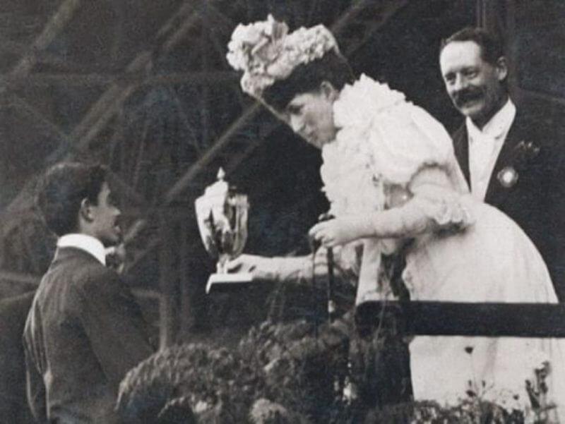 Dorando Pietri premiato dalla regina Alessandra, già principessa di Galles